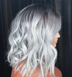 Amazing Blond Balayage Hair Colors For Long Hair In 2019 - Page 21 of 35 - Dazhimen Silver White Hair, Silver Blonde Hair, Pelo Color Ceniza, Grey Hair Wig, Lilac Hair, Blue Hair, Grey Hair Treatment, Costume Noir, Rides Front