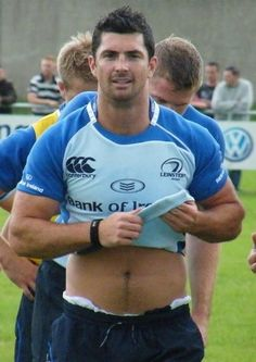 Rob Kearney (IRE) is HOT. And oh-my-God, he's only 25yo. *despair* But look how HOT he is... :-) #RugbyWorldCup2011