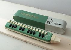 A fantastic find and in excellent condition, a 1960 Hohner Melodica flow organ with its original box. 25 Keys. Soprano range. Vintage musical instrument. €48.20
