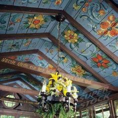 Norwegian style rosemaling painting on the ceiling - beautiful. Norwegian Style, Norwegian House, Swedish Style, Scandi Style, Rustic Style, Norwegian Rosemaling, Decor Scandinavian, Deco Boheme, Bohemian Decor