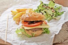 Σπιτικό burger | Homemade burger made from the scratch Homemade Burgers, Meat, Chicken, Ethnic Recipes, Food, Homemade Hamburgers, Meals, Yemek, Buffalo Chicken