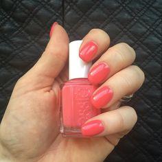 💕🎀 Essie - Cute aus a button 🎀💕 #nails #Fingernägel #gelnails #gelnägel #Nagellack #nailpolish #nailpolishaddict #nailpolishjunkie #nailpolishlover #nailpolishaddiction #nagellacksucht #nagellackjunkie #essie #essiecuteasabutton #cuteasabutton #essieliebe #essiepolish #essiedeutschland #essienailpolish #essielook #essielove #essienails