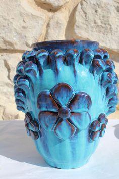 Vaso pignato con 3 fiori azzurro