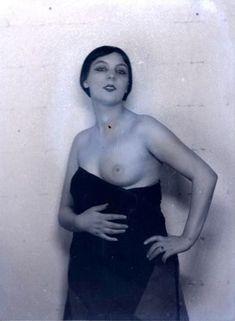 Man Ray. Kiki de Montparnasse vers 1925. Via RMN