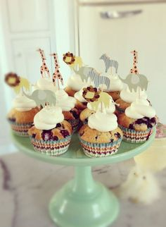 Cute cupcakes with animals Cute Cupcakes, Cute Food, Party Themes, Party Ideas, Happy Shopping, First Birthdays, Sweets, Desserts, Inspiration