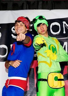 Ashton Irwin and Calum Hood from 5 Seconds of Summer