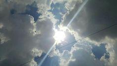 Bulutlar, güneş, yağmur öncesi, bulutların arasında mavi gökyüzü, huzur...