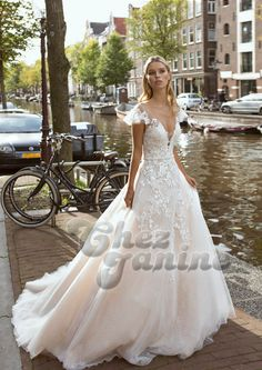 Romantic/modern bridal look. Available in Septembris, bridal boutique