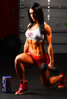 Bella Falconi does lunges