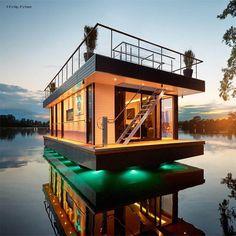 Revhouse maison flottante au toit plat