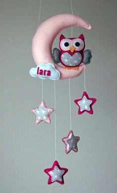 Handmade by JoHo – uil, maan en sterren van vilt Handmade by JoHo – owl, moon and stars from felt Felt Crafts Diy, Baby Crafts, Crafts For Kids, Baby Mobile Felt, Felt Baby, Baby Sewing Projects, Diy Craft Projects, Felt Gifts, Paper Crafts Origami