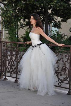 Espace Mariage vous fait découvrir la collection de robes de mariées Les  mariées de Provence   des robes haute-couture 15c5db52eaf
