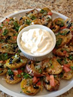 Mexican Style Potato Skins Made Melba's delicious Easy Weeknight Tacos, here's the link and had some chicken left over so . Mexican Menu, Mexican Style, Mexican Food Recipes, Ethnic Recipes, Potato Appetizers, Recipes Appetizers And Snacks, Homemade Guacamole, Potato Skins, Exotic Food
