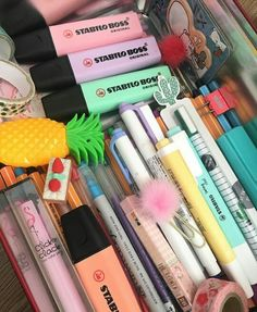 Ahhhh stationary my love Stationary School, School Stationery, Cute Stationery, Stationary Store, Studyblr, School Tool, School Hacks, School Motivation, Study Motivation