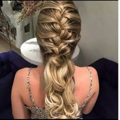 LOVE this long hairstyle! Pretty Hairstyles, Braided Hairstyles, Wedding Hairstyles, Long Hairstyle, Peinado Updo, Curly Hair Styles, Natural Hair Styles, How To Make Hair, Bridesmaid Hair