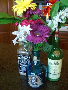 @Merilin Juronen Thomas another cute idea for decor : ) White Trash Party decor - picnic table flowers