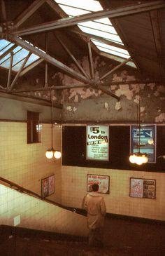 Glasgow subway station by Stuart Neville Scotland Uk, Glasgow Scotland, Glasgow Subway, Underground Tube, Glasgow City, Famous Architecture, Subway Map, U Bahn, Old Photos