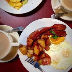 Yummy breakfast! What did you have? #food #napageneralstore #california #eggs #bacon #potatoes #latte #fruit #colorsoffood #drinknapawine #breakfast #Padgram