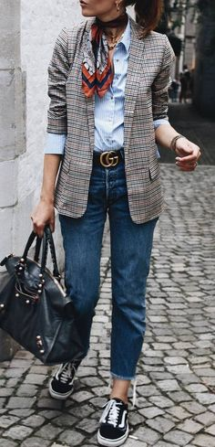 Best Street Style Looks Of Winter 2018 fashionable outfit / shirt + blazer + bag + jeans + sneakers Womens Fashion For Work, Look Fashion, Winter Fashion, Cheap Fashion, Fashion Women, Trendy Fashion, Feminine Fashion, Look Blazer, Plaid Blazer