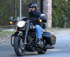 celebs who are bikers - George Clooney