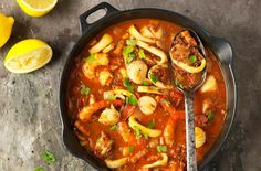Looking for a simple fish stew recipe that is packed full of flavour? This seafood stew combines squid, prawn & chopped tomatoes to make one tasty dish Dinners Under 500 Calories, 500 Calorie Meals, Low Calorie Recipes, Healthy Recipes, Savoury Recipes, Healthy Options, Fish Dishes, Tasty Dishes, Easy Cooking