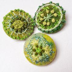 Geborduurde knopen/ hand embroidered buttons ItsAllFabricated