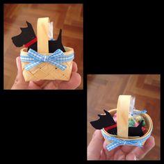 Wizard of Oz Party Favor: petit basket + paper Toto + mini MMs bag (via Lojinhadacaru.com)