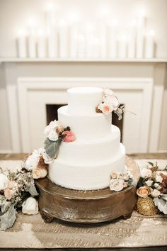 Photography : Julie Paisley Read More on SMP: http://www.stylemepretty.com/tennessee-weddings/nashville/2016/02/15/rainy-day-rustic-elegant-nashville-wedding/