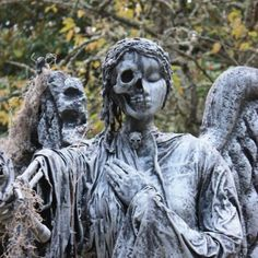 17 Fear-Inducing Cemetery Statues