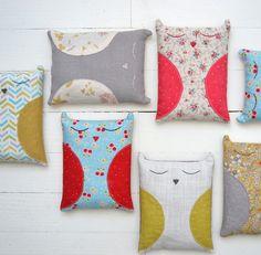 LES POMMETTES DU CHAT  objets décoratifs, créations textiles réalisés à la main et en petites séries