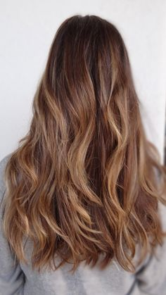 The technique of balayge is what keeps her highlights looking ribbony with extra bright sun kissed pops scattered about. Source - http://sarahconnerstylist.tumblr.com/post/59394825878/alana-b-re-babing-the-babe-hair-color-by-sarah