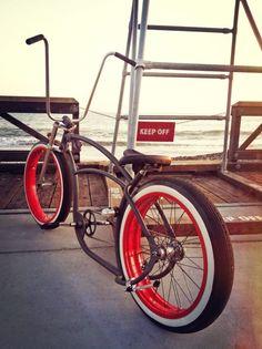 Peepin' some waves over the ape hangers. Beach Cruiser Bikes, Cruiser Bicycle, Cool Bicycles, Cool Bikes, Lowrider Bicycle, Tricycle Bike, Retro Bicycle, Push Bikes, Chopper Bike