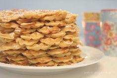 Das beste Waffelrezept ever – Desserts - Waffle Best Waffle Recipe, Waffle Recipes, Sweets Recipes, Baking Recipes, Desserts, Fudge Caramel, Sweet Bakery, Winter Food, Love Food