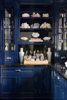 75 blue kitchen cabinets inspiration for kitchens with blue cabinets 11 - coodecors Dark Blue Kitchen Cabinets, Dark Blue Kitchens, Colorful Kitchens, Dark Cabinets, Pantry Design, Cabinet Design, Kitchen Cabinet Inspiration, Kitchen Ideas, Black Countertops