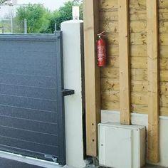 Installer un extincteur. Membrane Epdm, Tall Cabinet Storage, Shed, Decor, Fence, Wood Post, Pergola Carport, Decoration, Decorating
