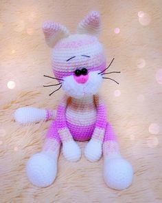 Crochet toy cat amigurumi With this free amigurumi pattern you will get a cat about 25 cm high with ears. To create this cat you'll need 2 mm crochet hook and NAKO Baby Marvel Petit yarn. Crochet Pikachu, Crochet Cat Toys, Crochet Animal Amigurumi, Crochet Cat Pattern, Cat Amigurumi, Crochet Amigurumi Free Patterns, Crochet Teddy, Cute Crochet, Crochet Animals
