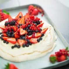 Pavlova - dessert for grayfish party