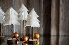 Wie man minimalistische Weihnachtsdeko ganz easy und mit etwas Geschick zu hause selber machen kann? Es geht wirklich sehr einfach und ihr braucht dazu ...
