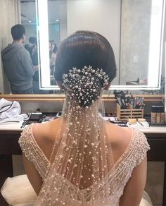 All you need to know about choosing your bridal veil Sailing . - - All You Need to Know About Choosing Your Bridal Veil Wedding veils are iconic wedding accessory, but wit. Dream Wedding Dresses, Bridal Dresses, Wedding Dressses, Wedding Veils, Wedding Day, Hair Wedding, Wedding Shoes, Bling Wedding, Wedding Dress Veil