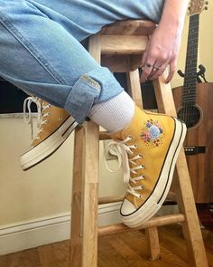 shoes - How cute are these embroidered Converse by Nesreen Mills and stones ! 👟Who e 2019 converse embroidered embroidered clothing embroidered clothing labels embroidered clothing patches embroidered clothing wholesale embroidered flower clothing emb Mode Converse, Converse Shoes, Diy Converse, Shoes Heels, Aesthetic Shoes, Embroidered Clothes, Shoe Art, Painted Shoes, Diy Clothing