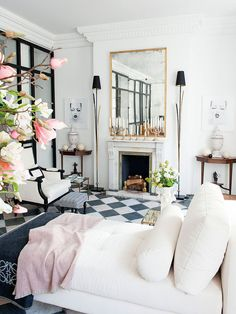 Graphic checkerboard floor in a historic Spanish apartment. black, gold, ivory, and pale pink living space! Living Room With Fireplace, Living Room Decor, Decor Room, Living Rooms, Spanish Apartment, Lovely Apartments, Design Salon, Living Room Flooring, Tile Living Room