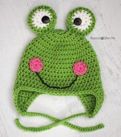 Repeat Crafter Me: Free Crochet Frog Hat Pattern Crochet Animal Hats, Crochet Kids Hats, All Free Crochet, Crochet Beanie, Cute Crochet, Crochet Crafts, Crochet Projects, Knit Crochet, Double Crochet