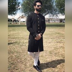 Fashion pick of the day: Shahid Kapoor completes his dapper desi swag with a kala chashma & a beard #FansnStars