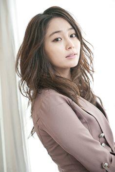 Lee Min Jung never got acting advice from boyfriend Lee Byung Hun? Korean Actresses, Asian Actors, Actors & Actresses, Jung So Min, Kim Min, Korean Star, Korean Girl, Korean Men, Korean Beauty