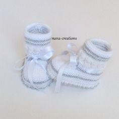 Chaussons bébé tricotés en laine layette blanc et argent  0 3 mois @nana-creations. réservé.
