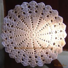 Links to a ton of patterns and videos in Portuguese. Most patterns have the English translation Crochet Shell Stitch, Crochet Motif, Crochet Doilies, Crochet Flowers, Knit Crochet, Crochet Carpet, Crochet Home, Crochet Crafts, Crochet Projects
