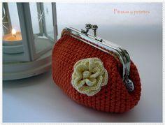 """Orange crochet coin purse"" (monedero de crochet naranja)"