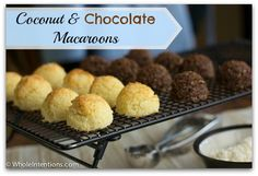 Low-Carb, Grain-Free, Sugar-Free Coconut Macaroon Cookies - Whole Intentions (I'm going to use agave nectar instead of stevia. Coconut Recipes, Gluten Free Recipes, Low Carb Recipes, Banting Recipes, Chocolate Macaroons, Coconut Macaroons, Coconut Cookies, Coconut Flour, Candida Diet Recipes