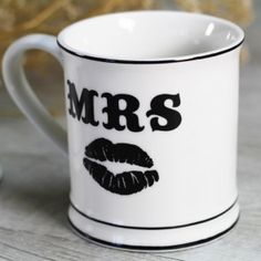 Taza Mrs Labios Mugs, Tableware, Wedding Mugs, Personalized Wedding, Wedding Inspiration, Original Gifts, Lips, Bodas, Dinnerware