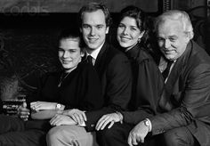 Princess Stephanie, Prince Albert, Princess Caroline, and Prince Rainier III, at their French villa. Two months earlier, Princess Grace, formerly Grace Kelly, the American actress, wife of Prince Rainier and mother of Caroline, Albert, and Stephanie, died in a tragic automobile accident in Monaco.12 de diciembre de 1982
